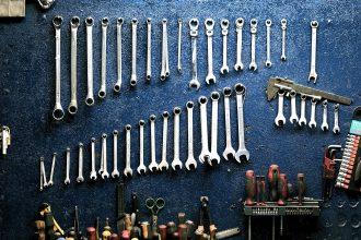 garage-hanging-mechanic-162553